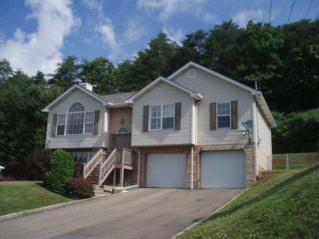 195  Ridgeview Drive, Center Township