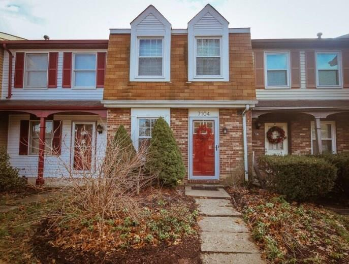 7104 Lafayette Square, Hopewell Township