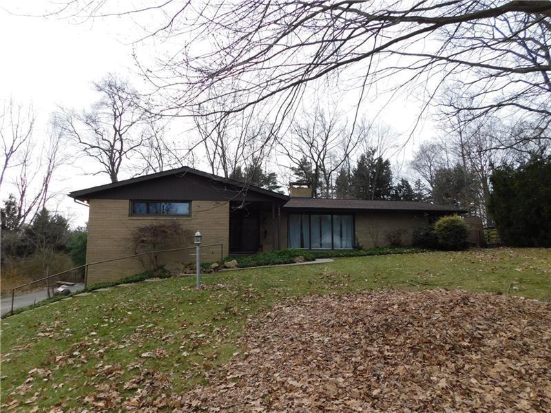 470 Cherokee Dr, Center Township