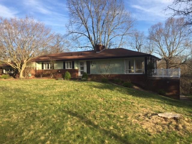 154 Canterbury Lane, Peters Township