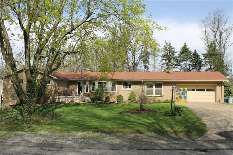 110 Maplewood Dr, Brighton Township